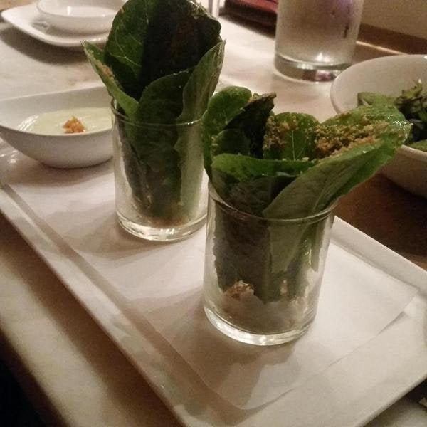 Вчера вечером заплатили 16 долларов за этот «салат Цезарь» в концептуальном ресторане