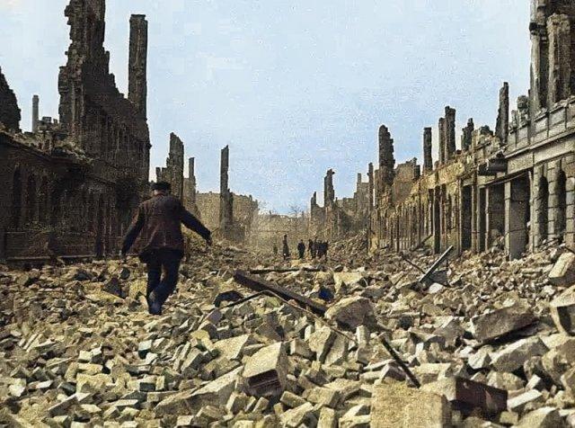 Руины Дрездена после бомбардировки, 1945 год