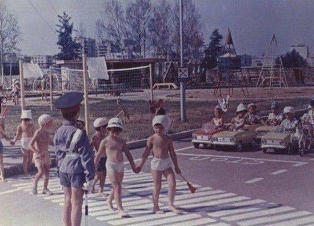 Игры в саду СССР, 1980-е годы.