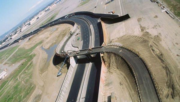 Чтобы не останавливать работу какого-либо из действующих шоссе на целых три месяца