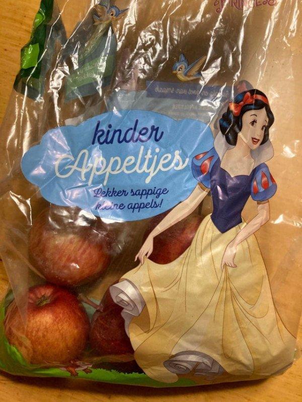 Ее же отравили яблоком... пожалуй, не будем рисковать