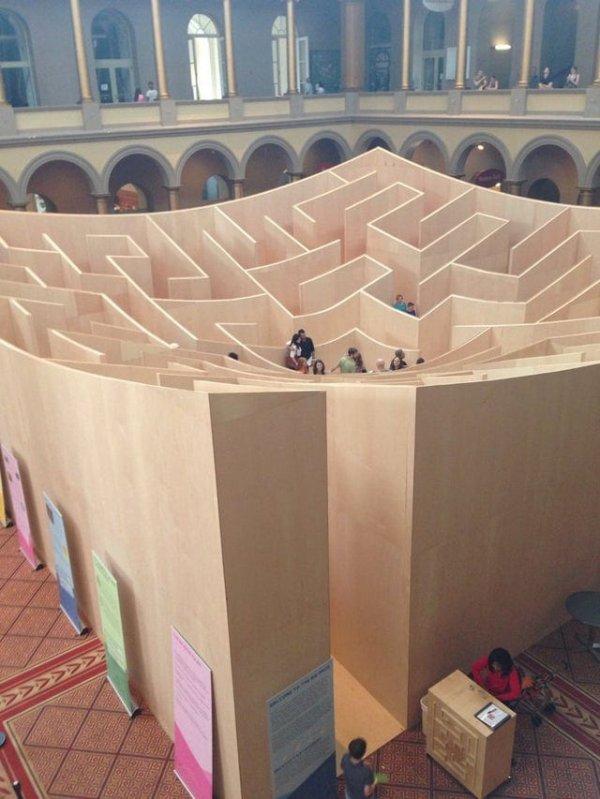 Огромный лабиринт в вашингтонском Национальном Музее строительства