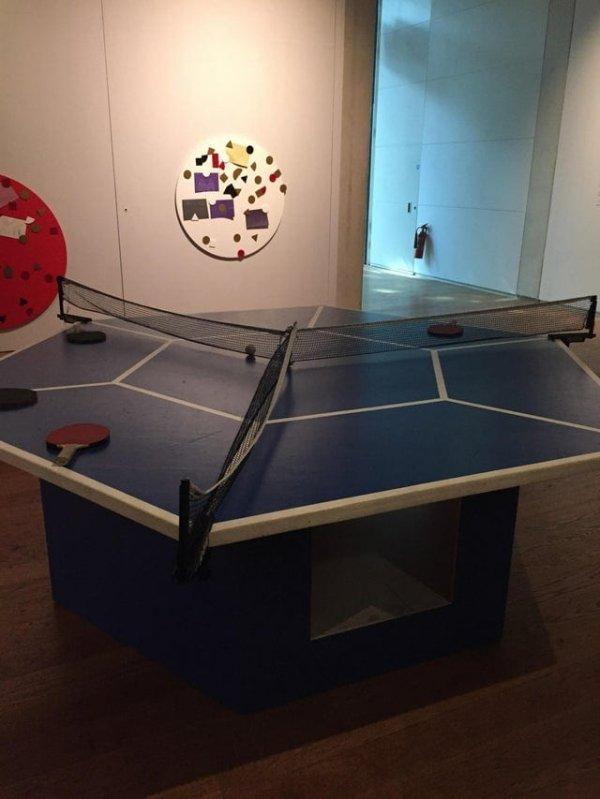 Нашёл настольный теннис на троих в музее Манчестера