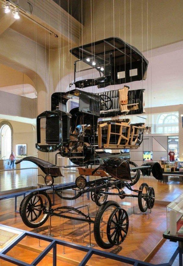 Разобранный автомобиль Ford Model T в Музее Генри Форда