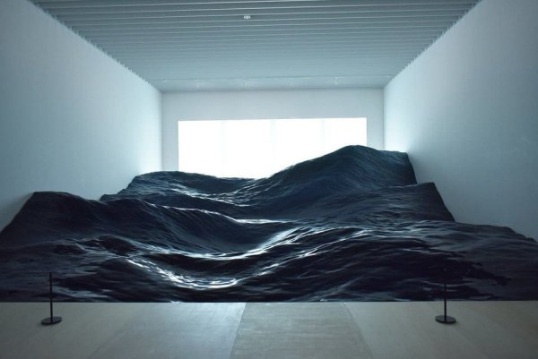 Реалистичная волна в Художественном музее Мори, Токио