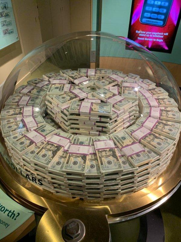 Миллион долларов в 20-долларовых купюрах — экспонат в чикагском Музее денег