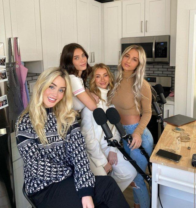 Lana Rhoades (Лана Роудс) с подругами