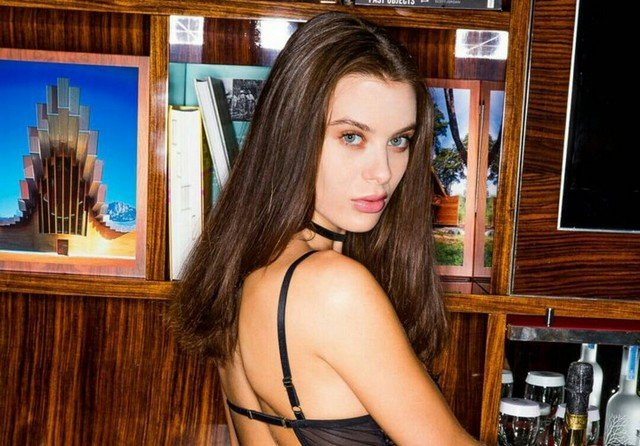 Lana Rhoades (Лана Роудс) в черном нижнем белье