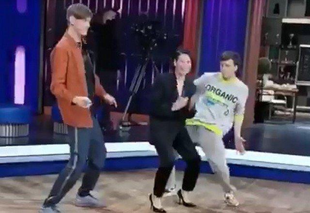 """Павел Воля и Ида Галич устроили танцевальную паузу на шоу """"Импровизация"""""""