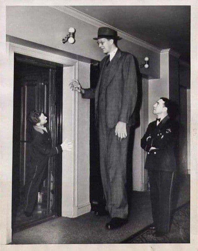 Роберт Вадлоу был самым высоким человеком в мире 2,7 метра. Дожил только до 27 лет. 1935 г.