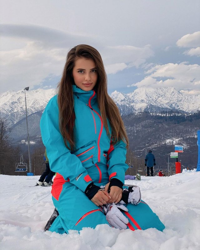 Блогер Полина Чистякова (_poposha_) в Сочи на склоне