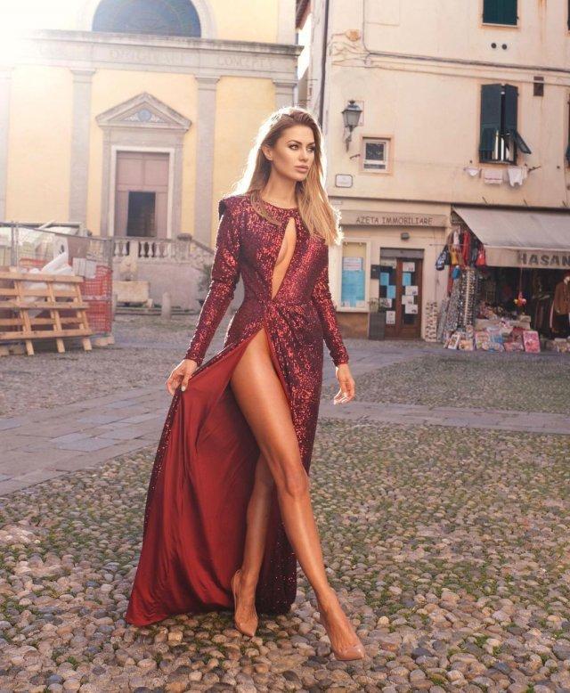 Виктория Боня в красном платье