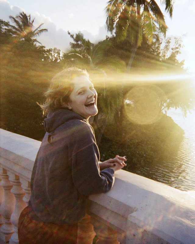 Дрю Бэрримор фотография на фоне заката