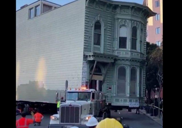 Мужчина из Сан-Франциско переехал вместе со своим домом