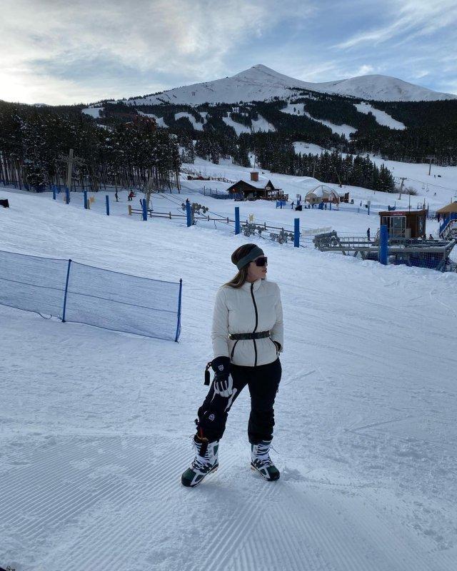 Эмма Айспуро, жена мексиканского наркобарона El Chapo (Коротышка) на горнолыжном курорте