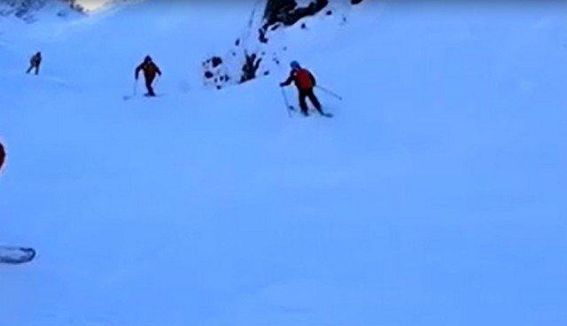 Лыжник едва не погиб, катаясь на неподготовленной трассе в Сочи - он провалился в 8-метровую яму