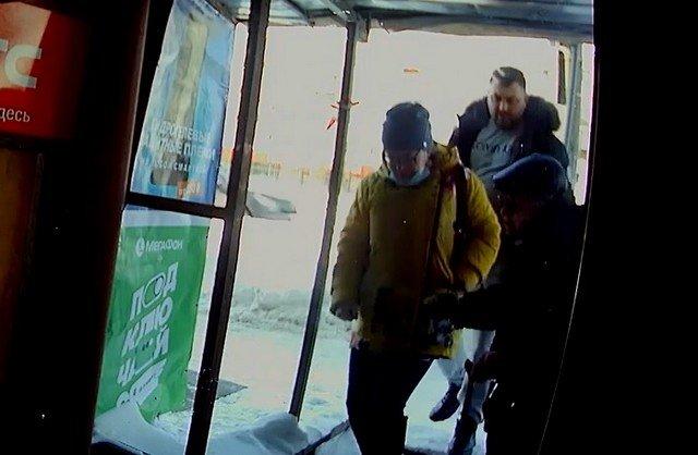 В Кирове мужчина пнул в спину пожилого инвалида, который мешал ему пройти в магазин