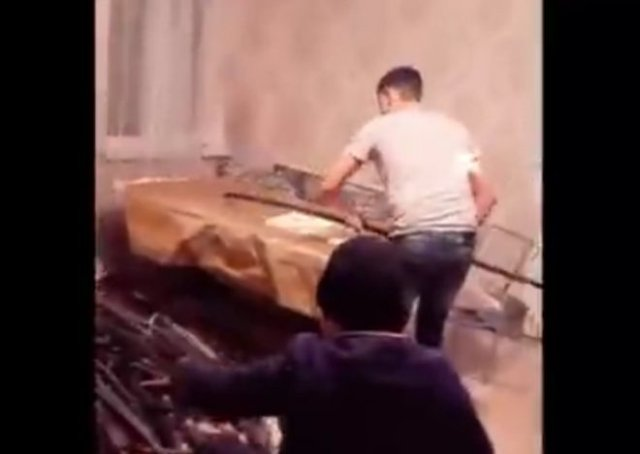Цыгане из Тюмени додумались своровать медный кабель и выложить процесс очистки проводов в TikTok