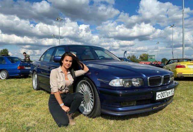 Автоблогер Анна (anna.motors) на автосалоне с BMW