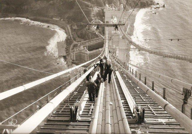 Рабочие во время строительства моста Золотые Ворота (Golden Gate Bridge), 1935 год.