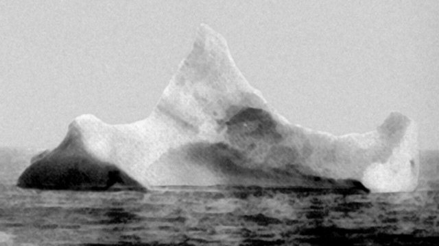 """Айсберг, сфотографированный через день после гибели """"Титаника"""", 14 апреля 1912 года."""
