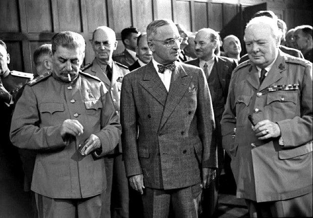 Последняя встреча «большой тройки». Сталин, Трумэн и Черчилль на Потсдамской конференции, Германия, 1945 год.