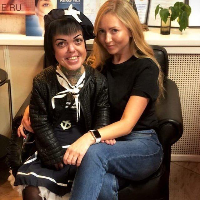 Экс-участница группы «Little Big» Анна Кастельянос с подругой