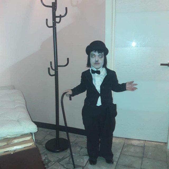 Экс-участница группы «Little Big» Анна Кастельянос в образе Чарли Чаплина