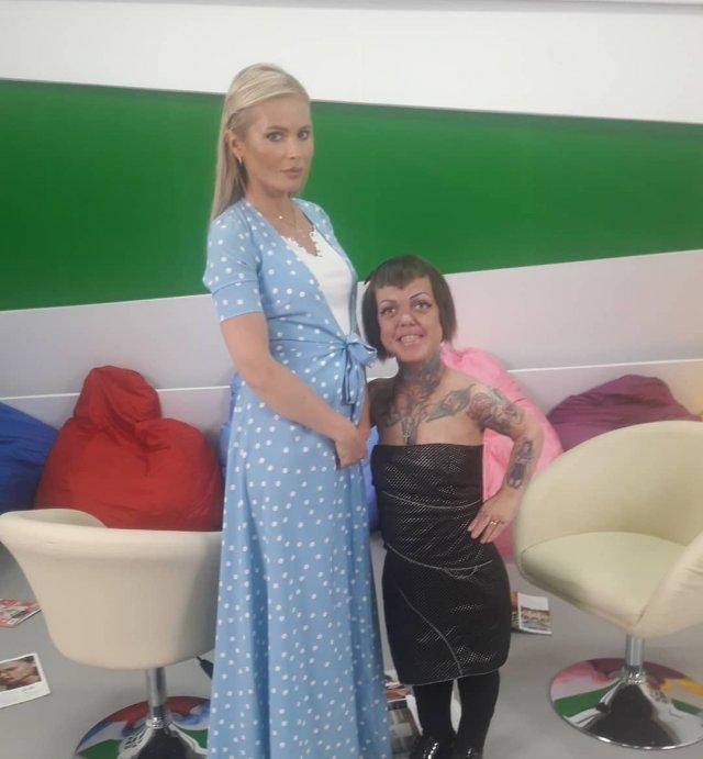Экс-участница группы «Little Big» Анна Кастельянос с Даной Борисовой