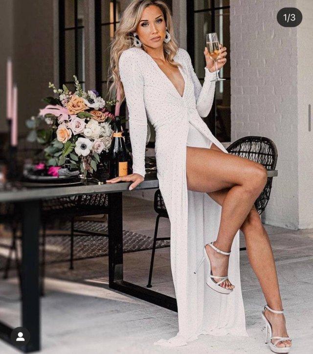 38-летняя участница Олимпийских игр Лоло Джонс в белом платье