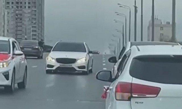 На Варшавском шоссе в Москве свадебный кортеж проехал задним ходом, перекрыв движение