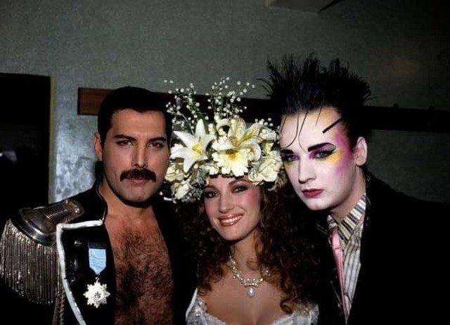 Фpeдди Mepкьюри, Джeйн Ceймур и Бой Джopдж, Лондон, 1985 гoд.