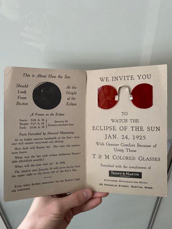 Приглашение понаблюдать за солнечным затмением в специальных очках в 1925 году
