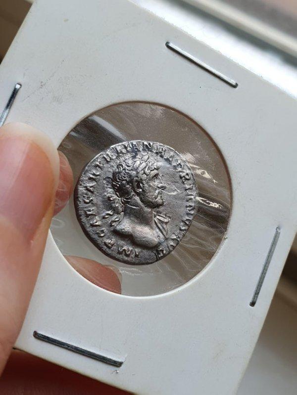 У меня есть монета времён римского императора Адриана, которой почти 2000 лет