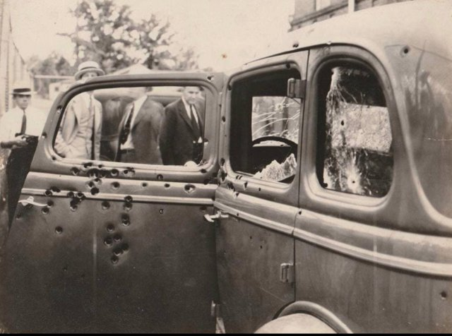 Ford V8 Бони и Клайда,1934 год.
