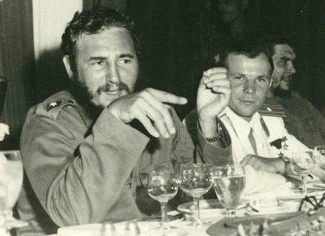Фидeль Каcтро, Юрий Гагaрин и Че Гeвара. Рeспублика Куба, 1961 год.