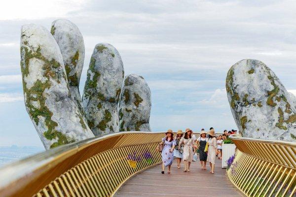Золотой мост во Вьетнаме, построенный в 2018 году