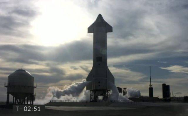 Команде SpaceX удалось посадить Starship SN10, но прототип взорвался через 10 минут