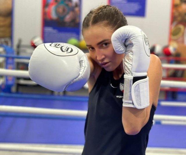Ольга Бузова на ринге