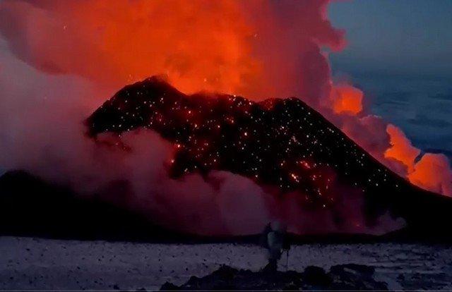 Видео дня: появление нового конуса на Ключевском вулкане