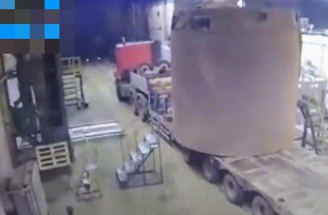 Неудачная погрузка на Ижорском металлургическом заводе в Колпино