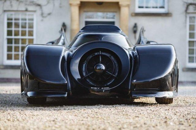 Семиметровая реплика «Бэтмобиля», на которой можно ездить по дорогам общего пользования