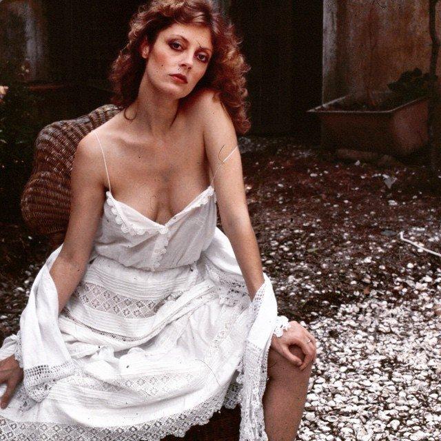 Актриса Сьюзан Сарандон в белом платье