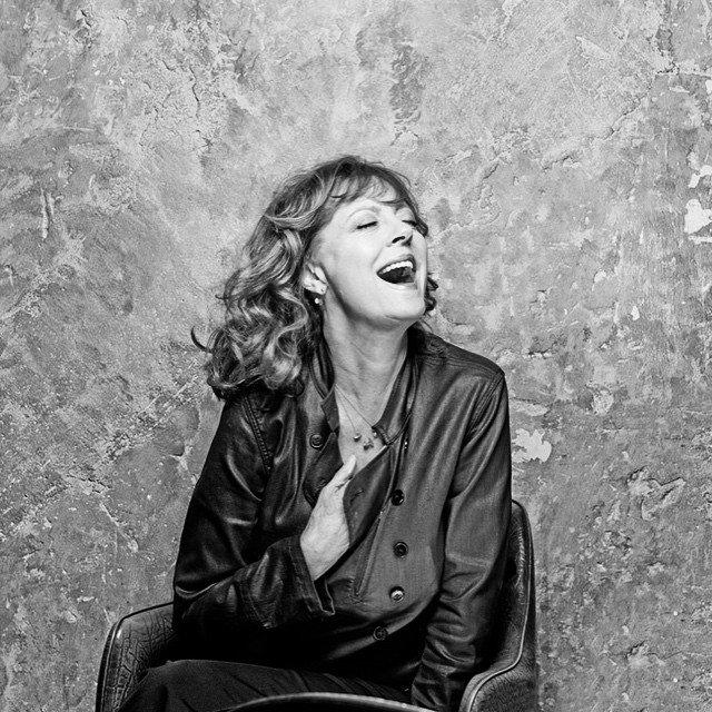 Актриса Сьюзан Сарандон в черном платье