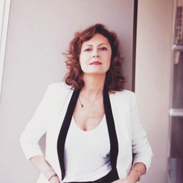 Актриса Сьюзан Сарандон в майке и костюме