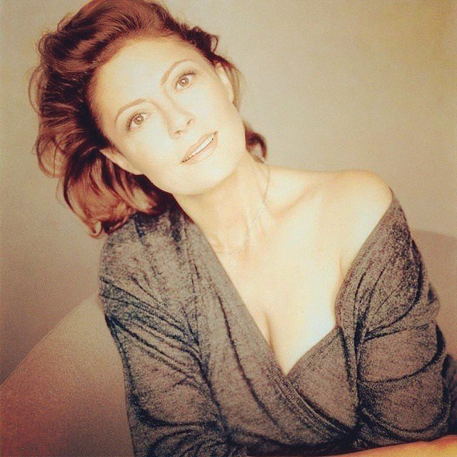 Актриса Сьюзан Сарандон в серой кофте