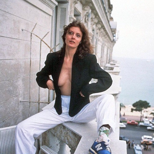 Актриса Сьюзан Сарандон в пиджаке на голое тело