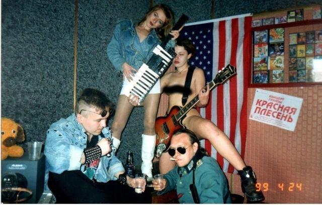 """Панк–группа """"Красная плесень"""" в своей студии, Симферополь, Украина, 1999 год."""