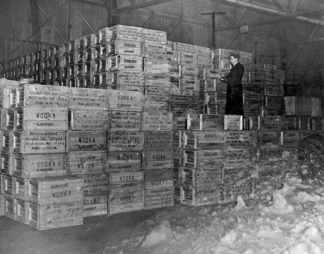 Первая партия водки из России после окончания действия запрета 5 декабря 1933 года, Нью-Йорк, 1934 год.
