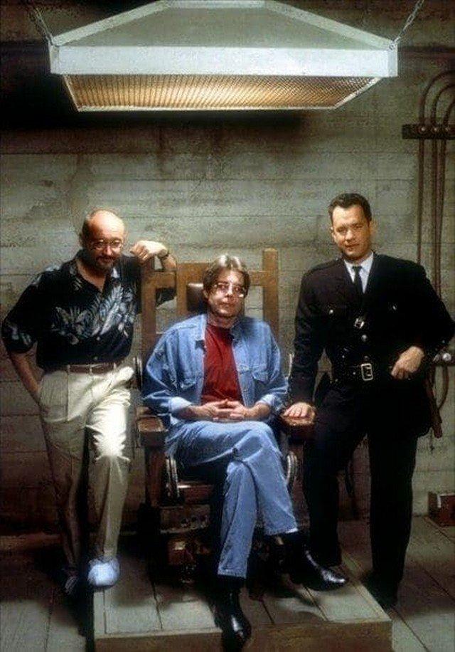 """Фрэнк Дарабонт, Стивен Кинг и Том Хэнкс на съёмках фильма """"Зеленая миля"""", 1999 год."""